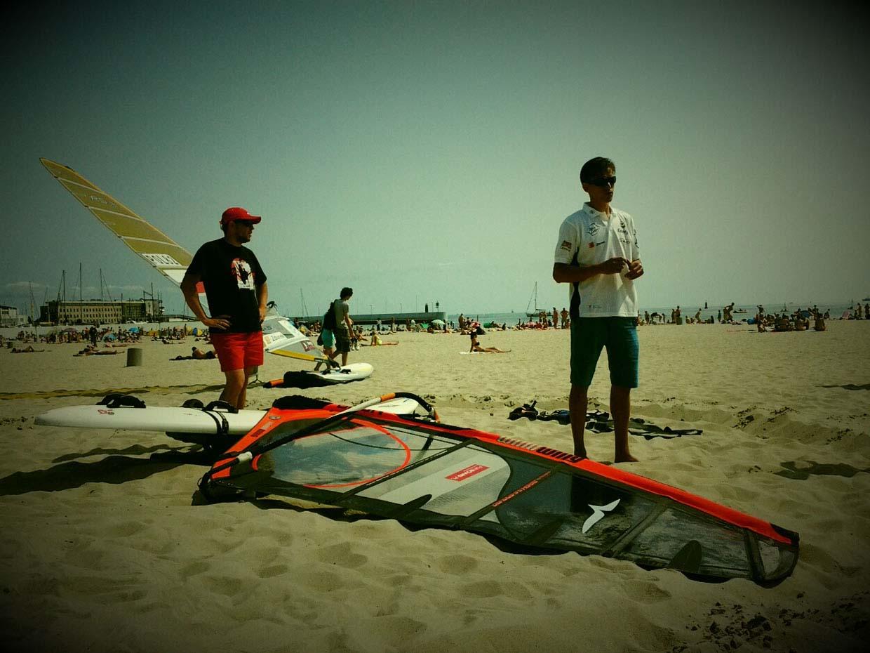 Plażowy wykład Trzy dni windsurfingu z Piotrem Myszką Trzy dni windsurfingu z Piotrem Myszką 20130709 113448