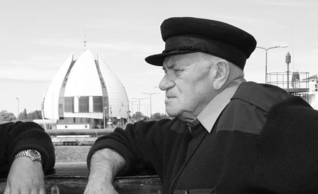 zmarłym żeglarzom zapalono znicze Zmarłym żeglarzom zapalono znicze Andrzej Drapella
