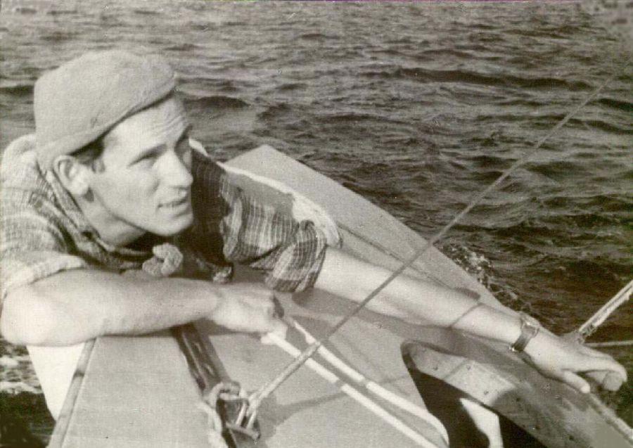 zmarłym żeglarzom zapalono znicze Zmarłym żeglarzom zapalono znicze Zyga Perlicki STAR Wegry 1959