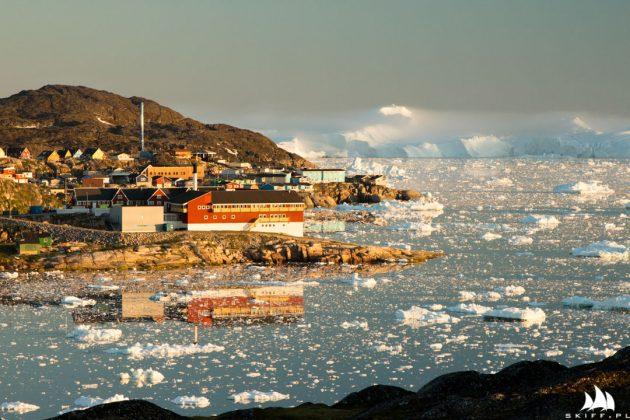 jacht crystal wyruszył ku przejściu północno-zachodniemu Jacht Crystal wyruszył ku Przejściu Północno-Zachodniemu Port w Ilulissat o zachodzie slonca 630x420