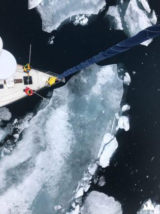 wyjątkowo trudna sytuacja lodowa na przejściu północno-zachodnim Wyjątkowo trudna sytuacja lodowa na Przejściu Północno-Zachodnim lancaster lo  d rejs morski 3 of 3 315x420