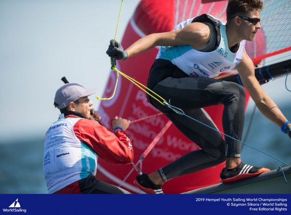młodzieżowe mistrzostwa Świata Młodzieżowe Mistrzostwa Świata – Tytus Butowski liderem w klasie Laser Radial, udany początek deskarzy 190714 YSWC Gdynia SS 060 568x420